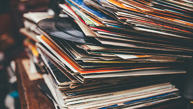 the number of people wanting to buy vinyl records on eBay is growing year after year